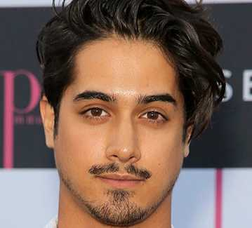 Avan Jogia Height, Weight, Measurements, Age, Wiki, Biography, Family
