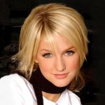 Ashlee Simpson Height, Weight, Measurements, Bra Size, Age, Wiki, Bio