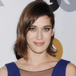 Lizzy Caplan Height, Weight, Body Measurements, Biography
