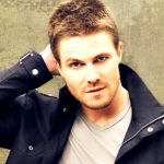 Stephen Amell Height, Weight, Measurements, Shoe Size, Age, Wiki, Bio