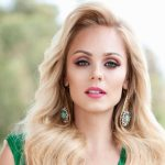 Laura Vandervoort Height, Weight, Measurements, Bra Size, Shoe, Biography