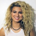 Tori Kelly Height, Weight, Measurements, Bra Size, Age, Wiki, Bio