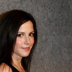 Mary-Louise Parker Height, Weight, Measurements, Bra Size, Biography