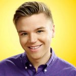 Brett Davern Height, Weight, Measurements, Shoe Size, Biography, Wiki