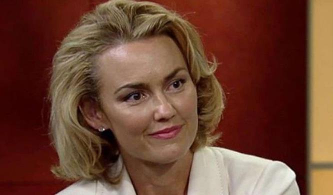 Kelly Carlson